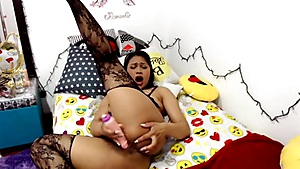 Milf sensuale in CAM con cazzo di gomma